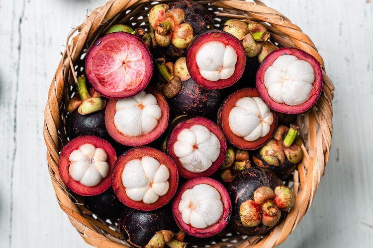 Manggis mengandung xanthone yang bisa digunakan mengontrol gula dalam darah.