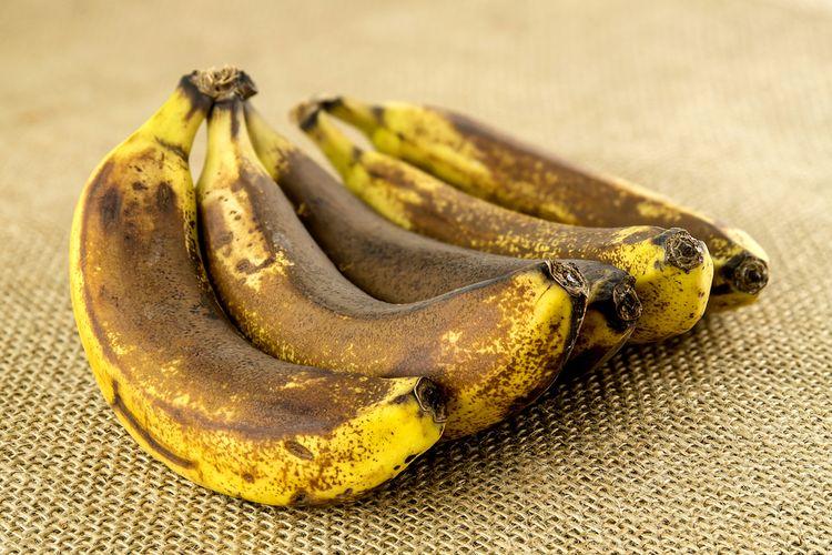 Ilustrasi pisang sangat matang.