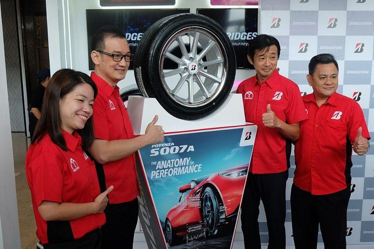 Bridgestone Indonesia perkenalkan produk khusus untuk mobil sport dan Presiden Direktur baru