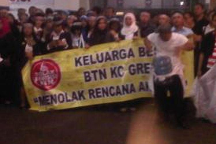 Aksi karyawan BTN Jatim di kantor pusat Surabaya.