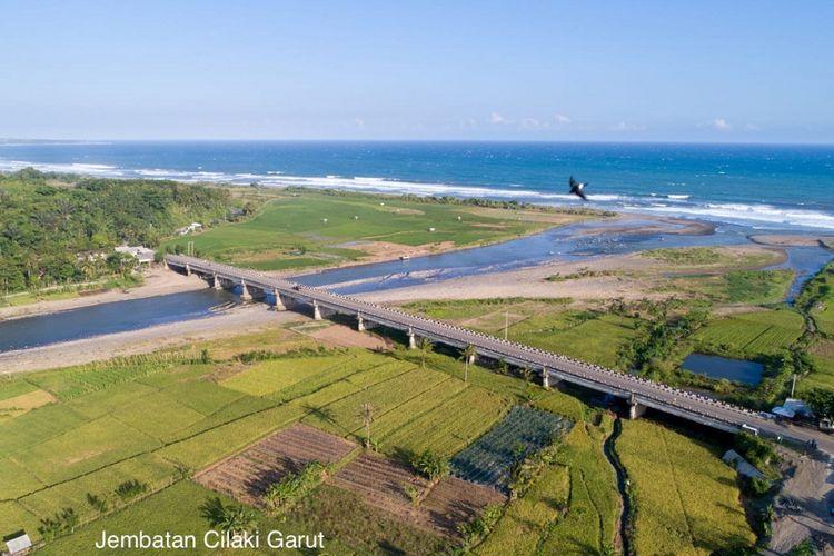 Jalur pantai selatan (pansela) Jawa.
