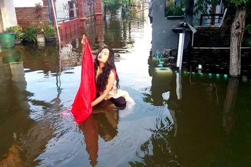Prihatin Rob Terus Terjadi, Ibu Muda Menari di Genangan Air