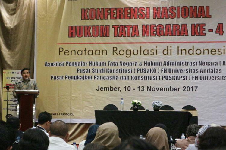 Direktur Jenderal Peraturan Perundangan (PP) Kementerian Hukum dan HAM, Widodo Eka Tjahjana ketika memberikan sambutannya di Hotel Aston Jember, Jawa Timur, Minggu (12/11/2017).