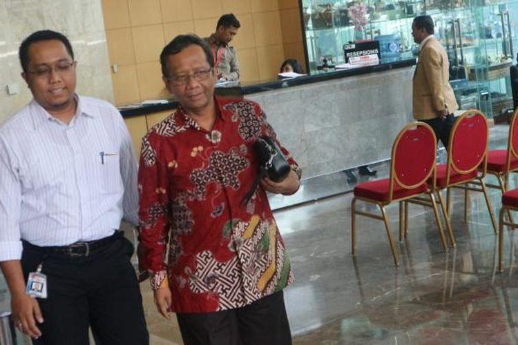 Mantan Ketua Mahkamah Konstitusi Mahfud MD di Gedung Komisi Pemberantasan Korupsi, di Kuningan, Jakarta Selatan, Senin (30/1/2017).