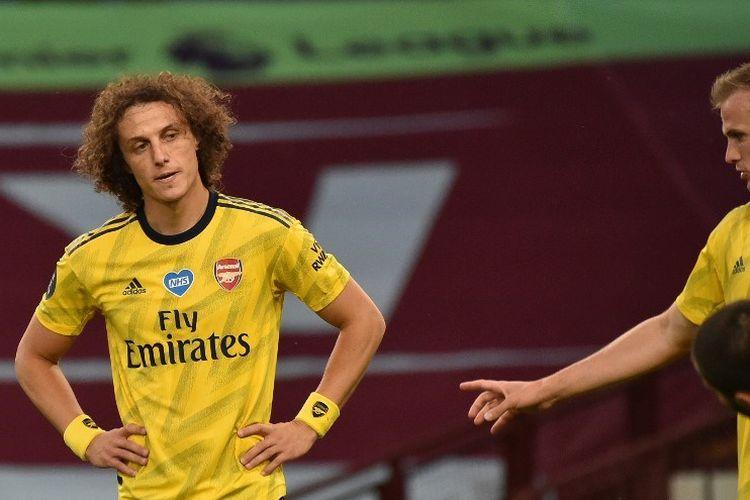 David Luiz menampakkan ekspresi kecewa pada laga Aston Villa vs Arsenal di Stadion Villa Park dalam lanjutan pekan ke-37 Premier League, kasta teratas Liga Inggris, Selasa 21 Juli 2020.