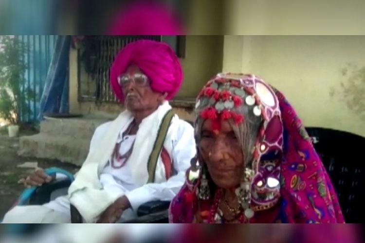 Dhenu Umaji Chavan dan si istri, Motabai. Pasangan yang berasal dari India ini menjadi perhatian karena berhasil kalahkan Covid-19.