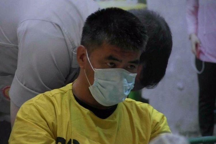 RDG, tersangka penipuan penjualan masker dihadirkan di Polres Metro Jakarta Utara, Kamis (30/4/2020).