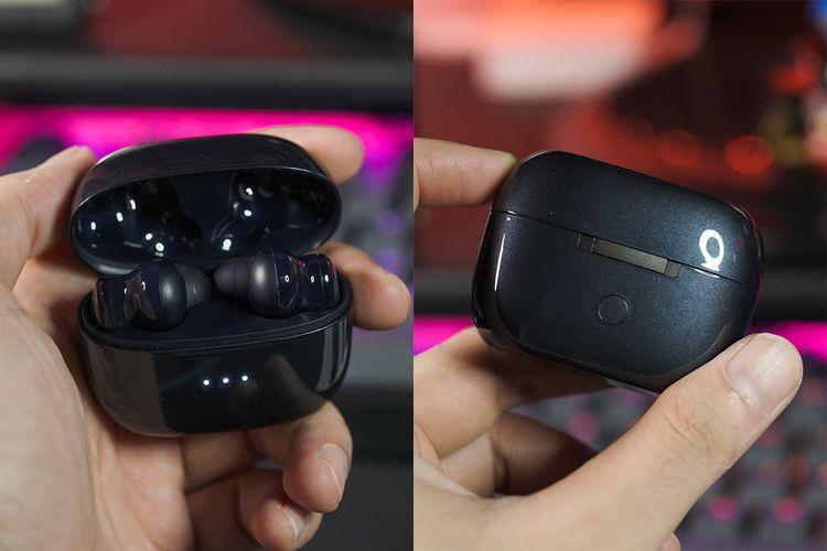 Sisi depan charging case Ugreen HiTune X5 memuat tiga indikator status baterai, sementara di belakang terdapat tombol untuk me-reset setting Bluetooth