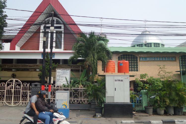 Gereja GMIST Mahanaim dan Masjid Al Muqarrabian di Jakarta Utara, Senin (5/6/2017)