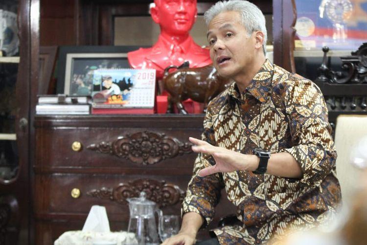 Gubernur Jawa Tengah Ganjar Pranowi meminta para orangtua siswa untuk tidak lagi cemas terhadap seleksi Penerimaan Peserta Didik Baru (PPDB) SMA/SMK Negeri