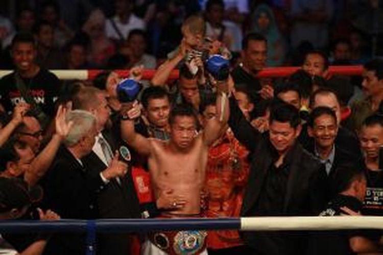 Daud 'Cino' Yordan berhasil  berhasil menyabet gelar Juara Dunia Kelas Ringan 61,2 Kg Asia Pasifik versi World Boxing Organization (WBO) usai mengalahkan petinju asal Filipina Ronald Pontillas di ronde ke-5 (20/12/2014)