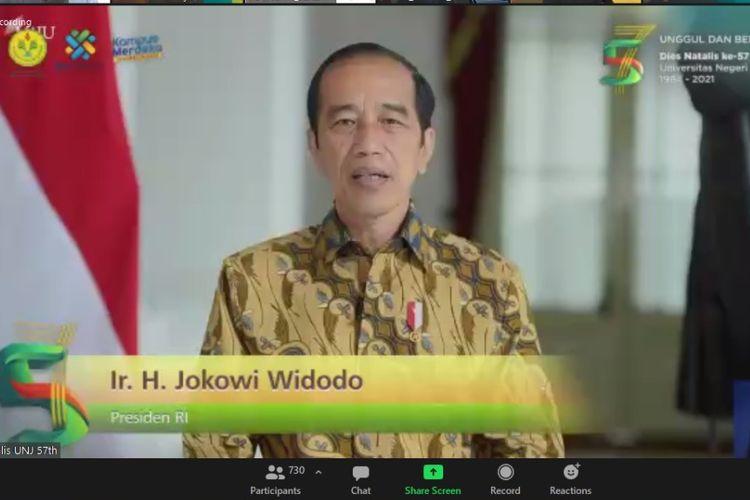 President Joko Widodo giving a commencement speech for Jakarta State University (UNJ) (20/5/2021).