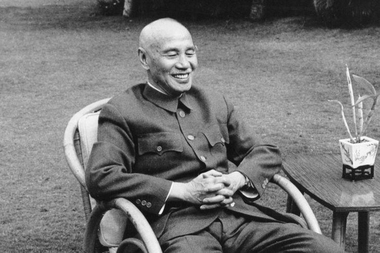 Chiang Kai Shek meninggal dunia di usia 87 tahun karena kondisi kesehatannya yang terus memburuk hingga mengalami gagal ginjal dan sempat terkena serangan jantung.