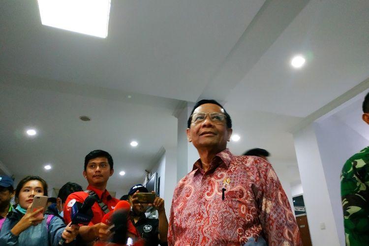 Menko Polhukam Mahfud MD di Kantor Bupati Natuna, Kepulauan Riau, Kamis (6/2/2020).