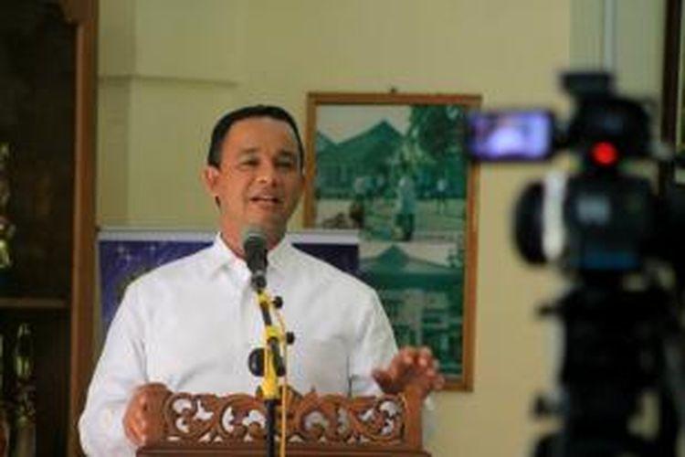 Menteri Pendidikan dan Kebudayaan, Anies Baswedan mengumumkan Indeks Integritas UN SMP secara nasional di SMP Negeri 1 Kota Magelang, Kamis (11/6/2015).