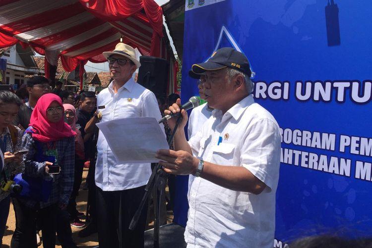 Menteri PUPR Basuki HAdimuljono saat meninjau Kampung Pojok, Desa Sindangsari, Kecamatan Pabuaran, Serang, Banten, Jumat (15/3/2019).