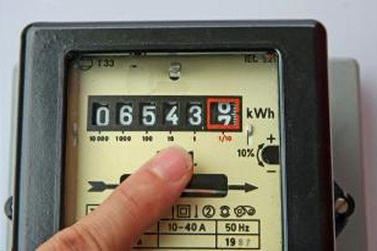 Setiap pemilik rumah tentu menginginkan pencahayaan ideal dan suhu ruangan yang nyaman. Kedua hal itu bisa didapatkan dengan memanfaatkan alat elektronik. Namun, pemilik rumah juga harus rela membayar listrik dengan mahal.