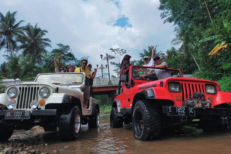 Wisatawan ketika menaiki jeep wisata jelajah Borobudur, Explore Borobudur