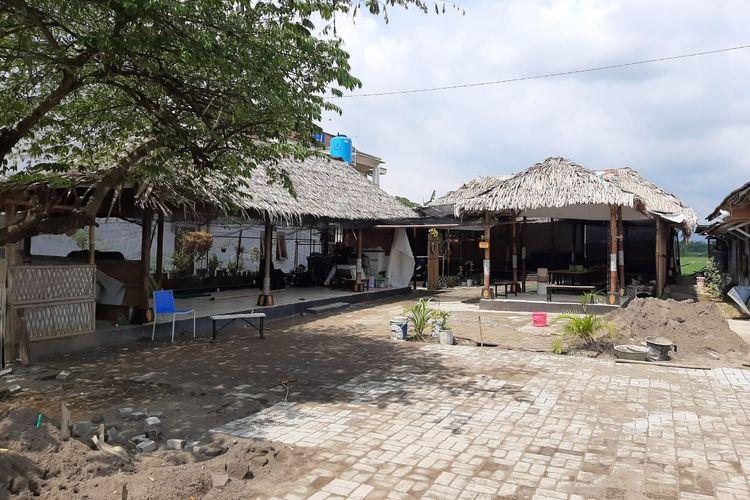 Rumah kontrakan Raja Keraton Agung Sejagat Toto Santoso (sebelumnya Totok) di RT 05/RW 04 Dusun Berjo Kulon, Desa Sidoluhur, Kecamatan Godean, Kabupaten Sleman, digeledah polisi, Rabu (15/1/2020).