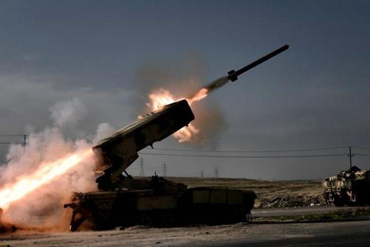 Persenjataan berat pasukan Irak mengincar posisi ISIS di sisi barat kota Mosul. Sejak pertengahan Februari lalu, Irak melancarkan operasi militer untuk merebut sisi barat kota Mosul.