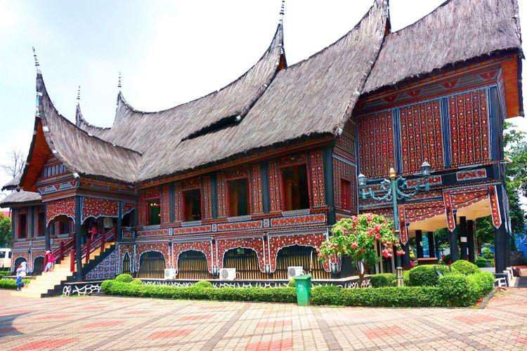 Rumah Gadang di Taman Mini Indah Indonesia, (12 1 2019).