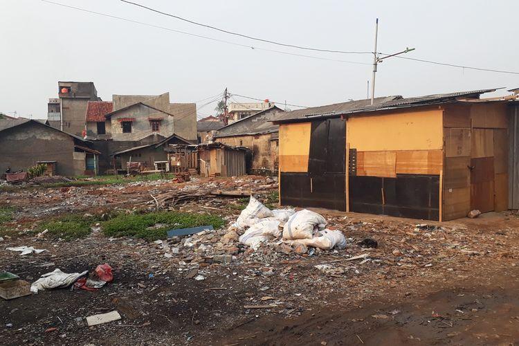 Kondisi RW 05, Kelurahan Jatinegara, Kecamatan Cakung, Jakarta Timur, Kamis (7/11/2019), yang masuk daftar kampung kumuh dalam progran penataan RW kumuh oleh Pemerintah Provinsi DKI Jakarta.