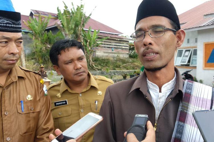 Ketua MPU Bener Meriah, Tengku Al Muzani, saat memberikan keterangan kepada wartawan, Senin (23/3/2020).