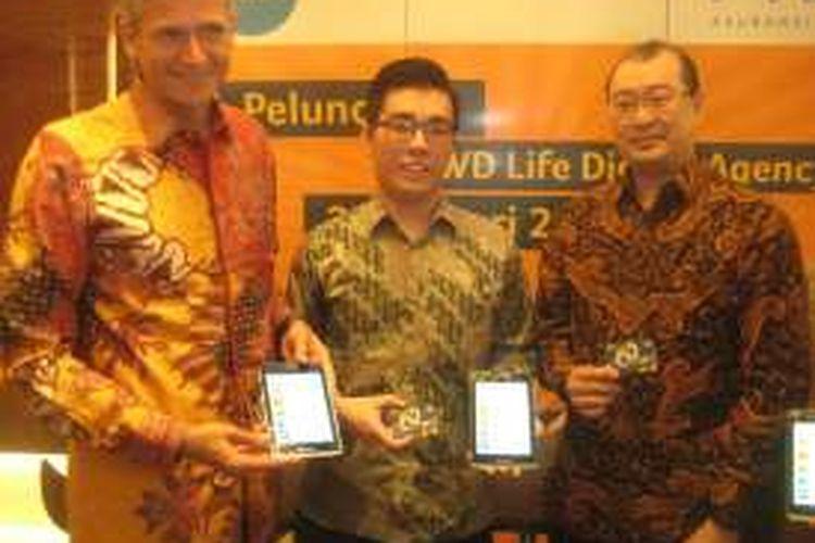 Vice President Director FWD Life Jens Reisch (Kiri) dan President Director PT Excelso Multi Rasa Kevin Mergonoto (kanan) dalam peluncuran  FWD Life Digital Agency di Jakarta pada Senin (25/1/2016).