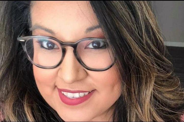 Calon mempelai wanita di Texas, AS bernama Stephanie Smith meninggal karena Covid-19, 5 hari setelah rencana tanggal pernikahannya. Stephanie Smith menjalani masa-masa kritisnya di rumah sakit pada tanggal di mana dia merencanakan pernikahannya, 13 November.