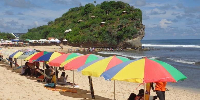 Pantai Pulang Sawal atau juga dikenal dengan Pantai Indrayanti di Kabupaten Gunungkidul, Daerah Istimewa Yogyakarta.