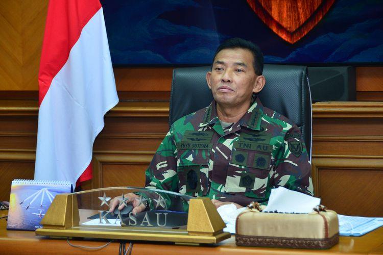 Kepala Staf Angkatan Udara (KSAU) Marsekal TNI Yuyu Sutisna menggelar telekonferensi bersama AU dari 20 negara di Asia Pasifik daei Gedung Raden Suryadi Suryadarma, Cilangkap, Jakarta Timur, Kamis (30/4/2020).