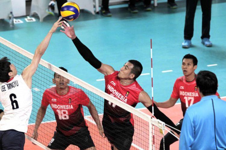 Penampilan tim bola voli putra Indonesia melawan Korea Selatan di babak perempat final Asian Games 2018 yang berlangsung di Tennis Indoor Gelora Bung Karno, Selasa (28/8/2018).