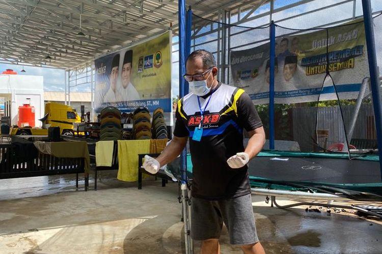 Plt Bupati Kutai Timur, Kasmidi Bulang olahraga setelah sehari sebelumnya dinyatakan positif Covid-19 di kediamannya di Sangatta, Kutai Timur, Sabtu (5/9/2020).