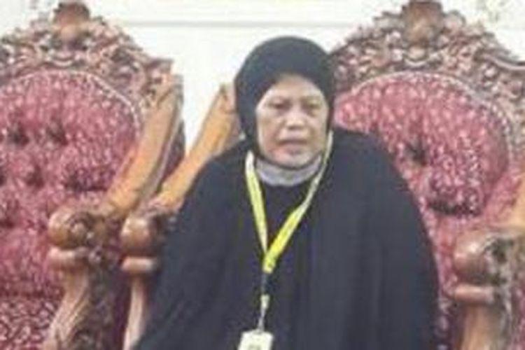 Nurjannah Amin Sadjo ditangkap karena kedapatan menggunting kain penutup Kabah (kiswah). Beruntung perempuan asal Kabupaten Pangkep, Sulawesi Selatan ini akhirnya dibebaskan.
