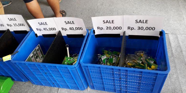 Diskon produk yang ditawarkam selama berlangsungnya Otobursa Tumplek Blek 2018 di Gambir Expo, JIExpo Kemayoran, Jakarta pada hari pertama, Sabtu (21/7/2018).