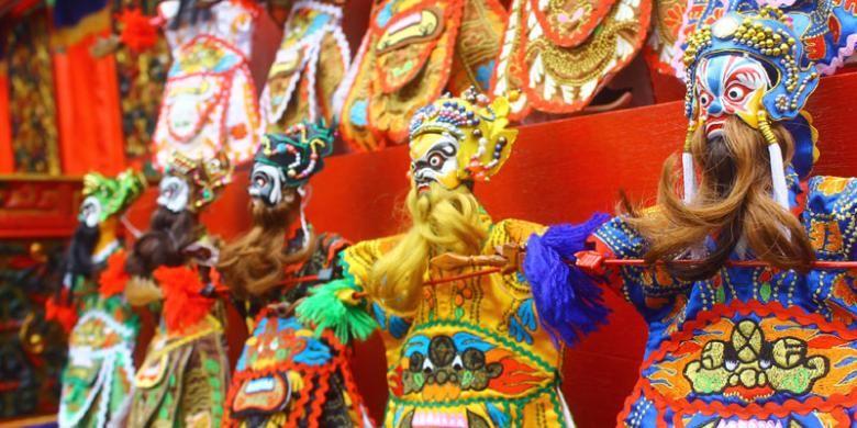 Salah satu atraksi favorit yang dinanti pengunjung dalam setiap pelaksanaan Pekan Budaya Tionghoa adalah pertunjukan wayang Poo Tay Hee atau dikenal dengan wayang Potehi.