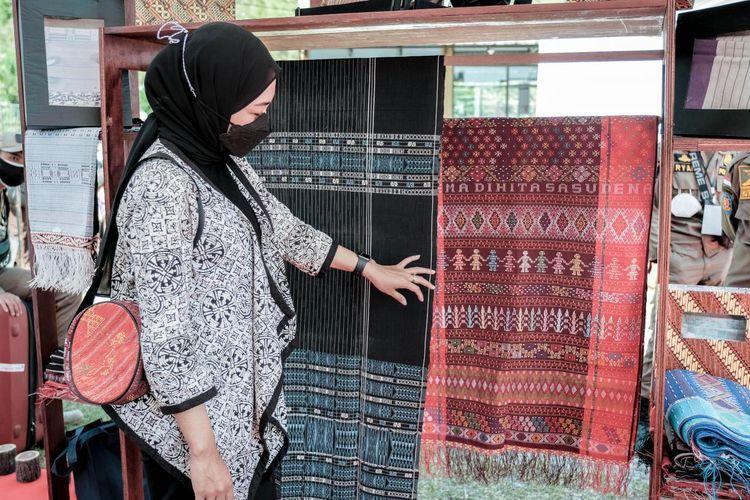 Kementerian Pariwisata dan Ekonomi Kreatif bekerja sama dengan Trans Studio Mall Cibubur dan Pos Indonesia untuk mengadakan bazar #GakMudikDibikinAsik pada 6-16 Mei, 2021, di Trans Studio Mall Cibubur, Jawa Barat. Bazar tersebut menawarkan hampers lebaran berisi produk-produk lokal dengan gratis ongkos pengiriman ke seluruh Indonesia.