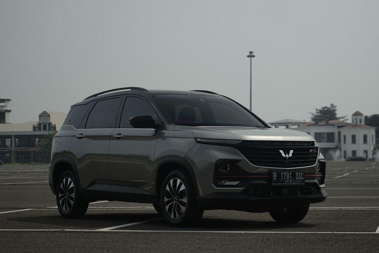 Wuling Almaz Rising Star (RS). SUV dengan banderol Rp 350 jutaan ini ditawarkan dengan fitur melimpah