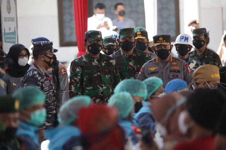Panglima TNI Marsekal TNI Hadi Tjahjanto Menyampaikan Pesan Presiden RI Jokowi Terkait Target Kekebalan Komunal dan Pentingnya Bermasker, Kamis (14/10/2021).