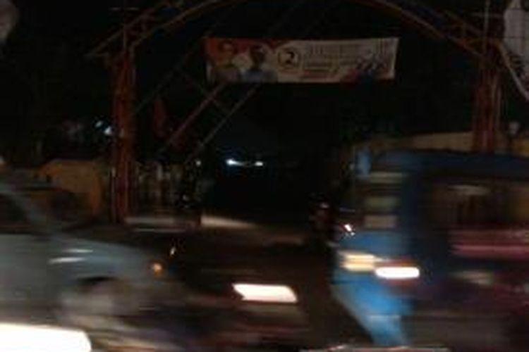 Pintu gerbang lokasi Gang Boker, yaitu lokalisasi prostitusi yang berada di Kecamatan Ciracas, Jakarta Timur.