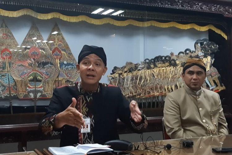 Gubernur Jawa Tengah Ganjar Pranowo (kiri) dan Wakil Gubernur Jateng Taj Yasin saat konferensi pers di kantor Gubernur Jateng, Kamis (19/3/2020).