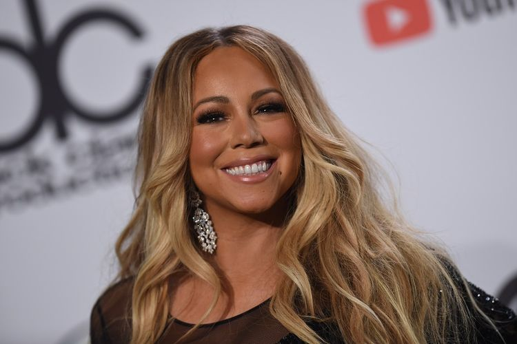 Penyanyi Mariah Carey berpose pada perhelatan American Music Awards 2018 di Los Angeles, California, pada 9 Oktober 2018.