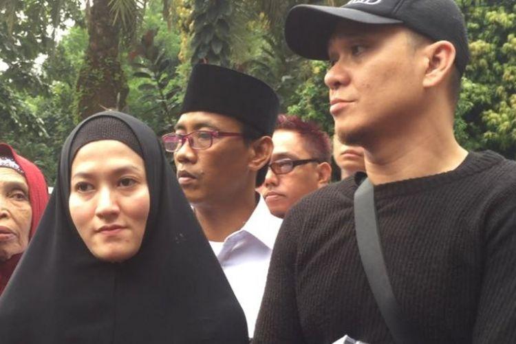 Lyra Virna mendatangi Polda Metro Jaya, Kamis (22/3/2018). Dia datang dengan ditemani sang suami, Fadlan.