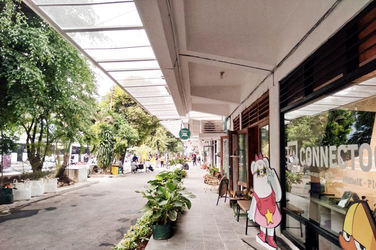 Lorong toko kreatif di M Bloc, sebuah ruang kreatif baru di kawasan Melawai, Kebayoran Lama, Jakarta Selatan.