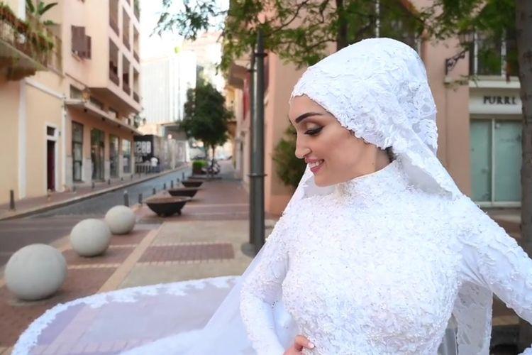 Israa Seblani, pengantin yang menjadi saksi ledakan Lebanon di tengah sesi foto pernikahannya.