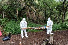 Petugas Gunakan APD Lengkap Saat Evakuasi Mayat di Jalur Pendakian Gunung Rinjani