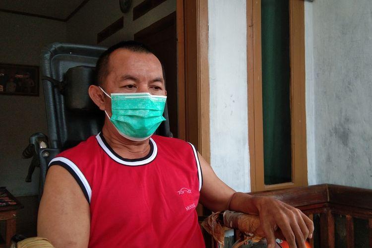 Kopka Ade Casmita, anggota TNI yang lumpuh lantaran disengat tawon ndas ditemui di rumahnya di Kampung Dawuan Oncom Nomor 65, RT 014, RW 005, Desa Dawuan Kaler, Kecamatan Dawuan, Kabupaten Subang , Jumat (5/4/2021) siang.