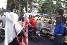 Ngabuburit, Warga Foto-foto Mobil Terbakar di KS Tubun