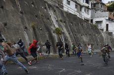 Menentang Presiden Venezuela, Demonstran Bentrok dengan Polisi