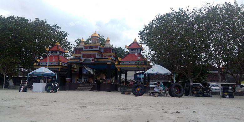 Pantai Dalegan di Gresik, Jatim, bisa menjadi tempat rujukan untuk liburan bersama keluarga.